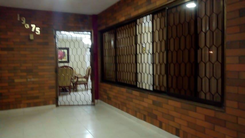 Habitación individual - cómoda y económica.