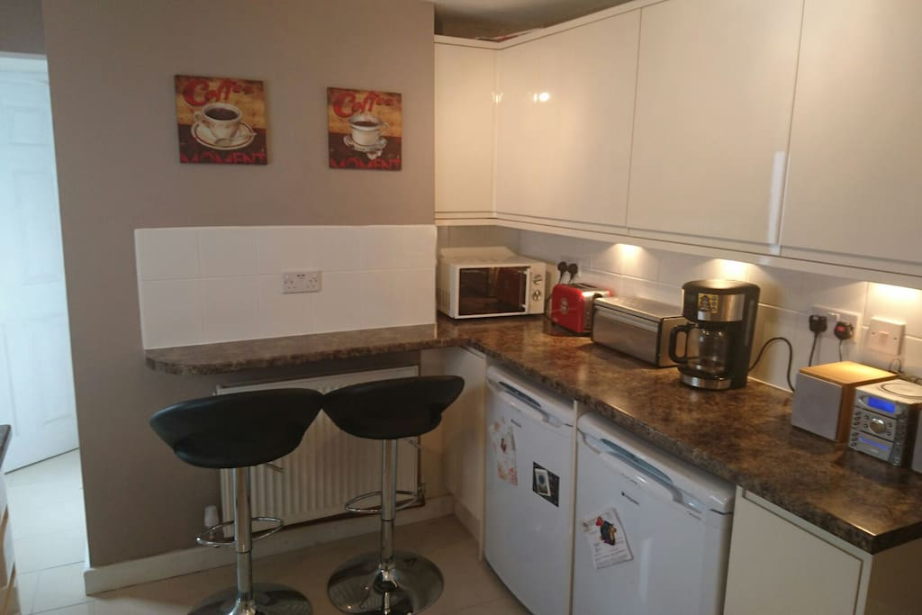 Kitchen feat. breakfast bar and stools. Coffee machine, toaster, microwave and radio are all available for use.