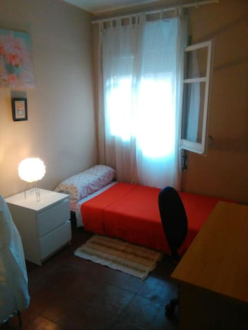 Single bedroom (town of Terrassa) - Terrassa - Apartment