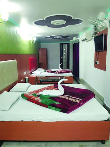 Stay for Four adults near to Harki pauri