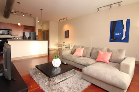 1-bed, 1-bath, Downtown Convention Center Loft 135 - Houston