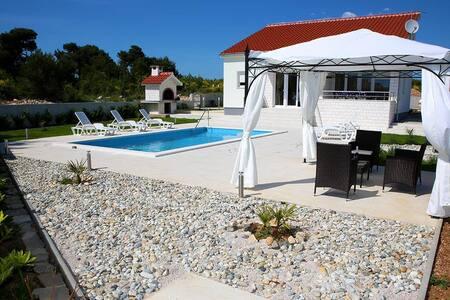 Villa Milena - Vodice - Villa