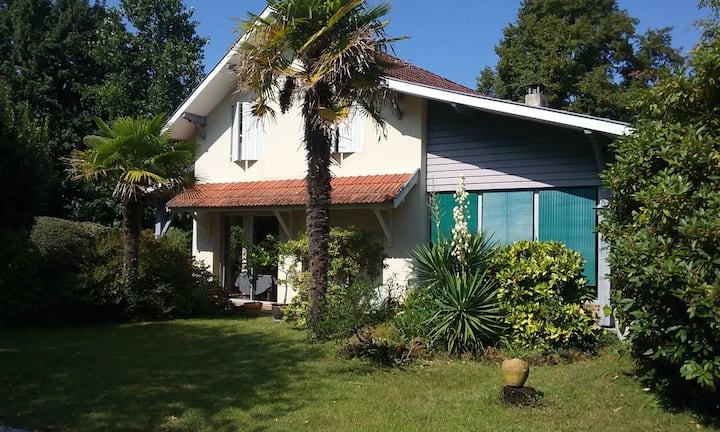 Villa jardin paysagé, proche lacs et océan 3*