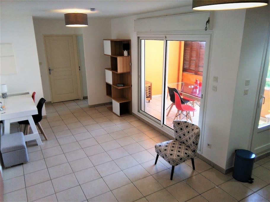 F2 saint denis c t ouest proche centre condominiums for for Appartement f2 design
