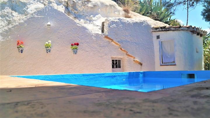 """Casa Cueva """"La Estrella"""" Piscina y patio privados."""