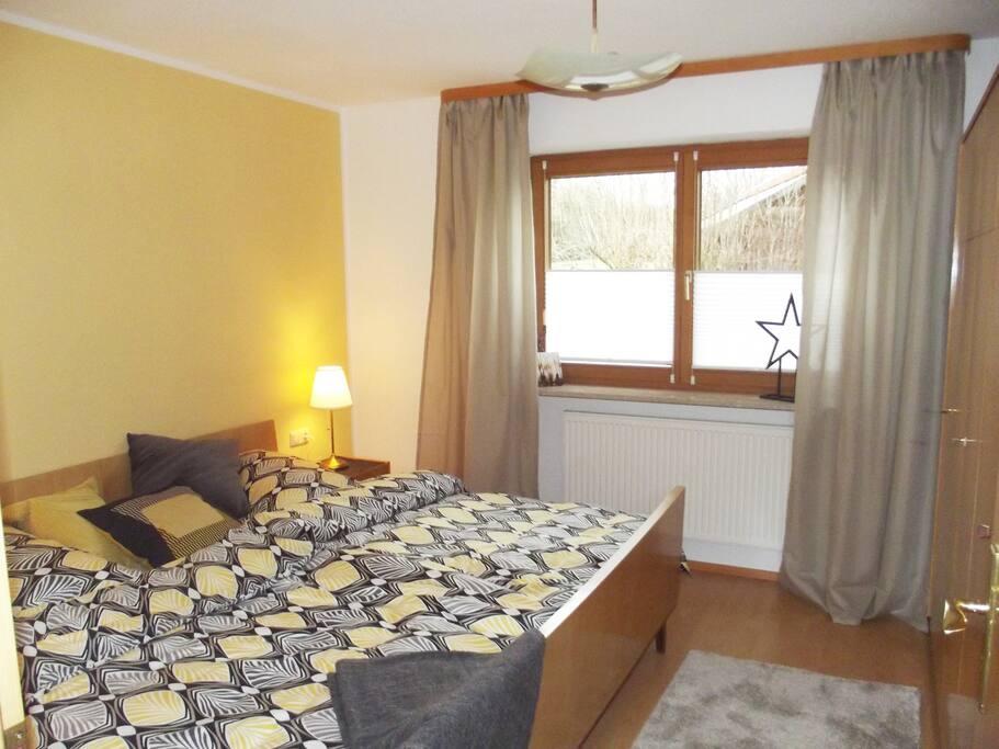 Doppelzimmer mit geräumigem Kleiderschrank