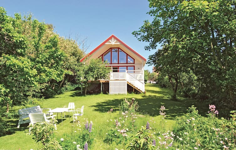 Holiday cottage with 3 bedrooms on 80m² in Lerberget