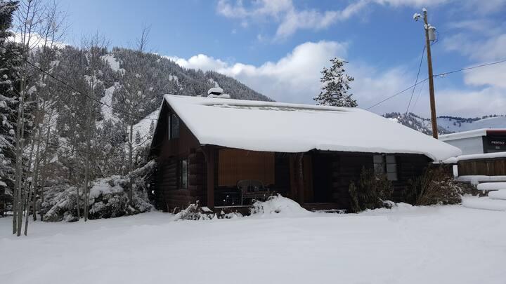 Cozy Cabin near the base of Bald Mtn.