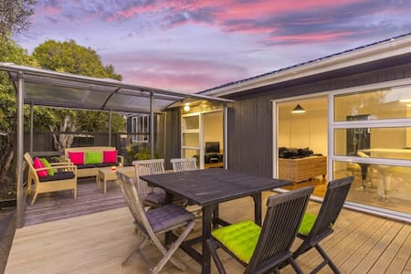 Family-friendly home with pool - Auckland