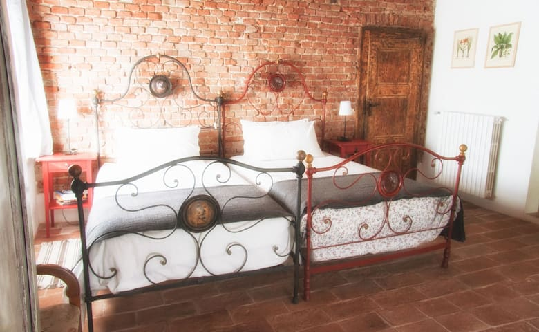 Il Poggio B&B - The North Room - San Damiano Al Colle - Bed & Breakfast