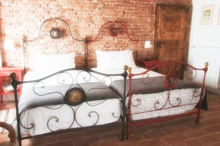 Il Poggio B&B - The North Room - San Damiano Al Colle
