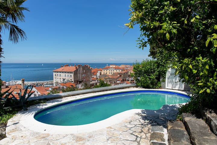 Mediterranean Villa With Amazing View and Pool