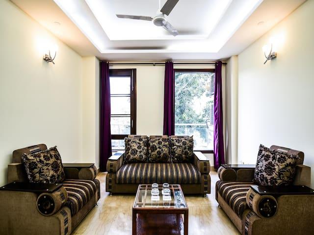 OYO -  Premium 4BHK Home near Qutub Minar (3.7km) Best Offer!