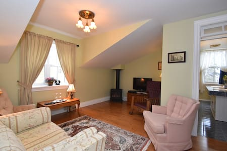 Luxurious Lawrence Suite - Collingwood