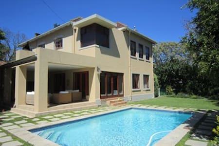 Spacious, family home with pool in Town on Campus - Stellenbosch - House