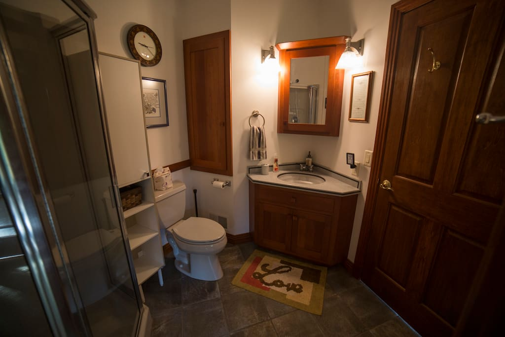 Full bathroom adjacent to the room turns it into a suite.