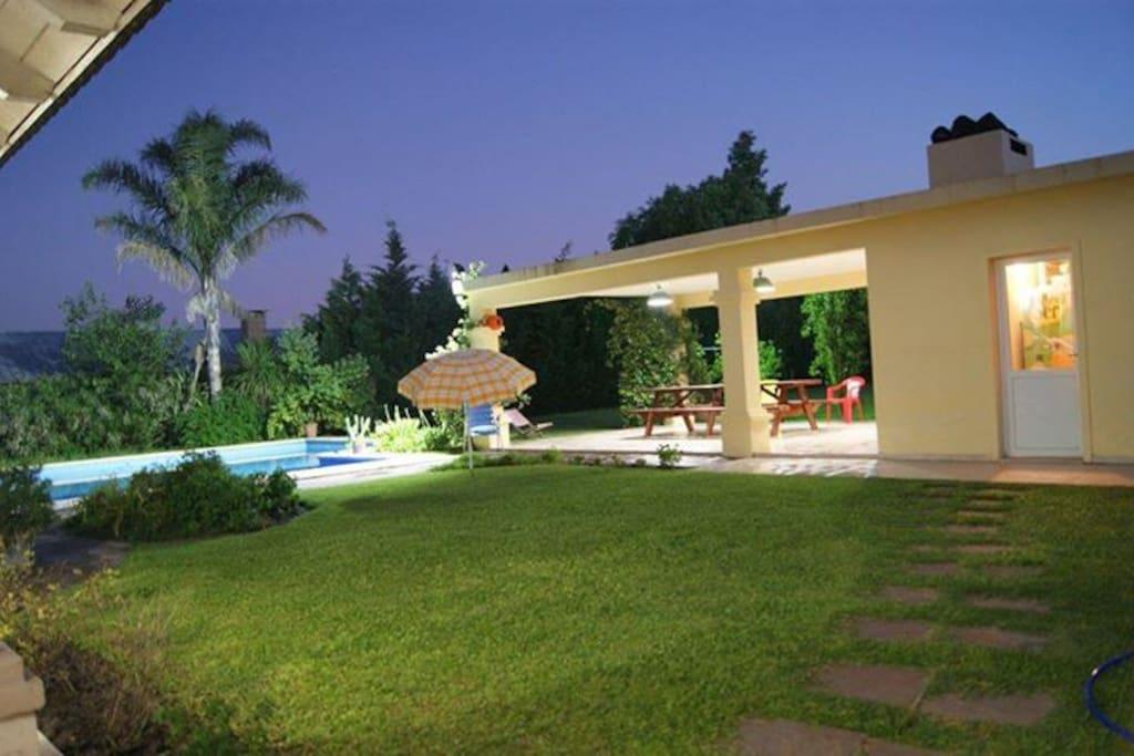 Chalet para disfrutar con piscina hogar 5 ba os casas for Piscinas para chalets