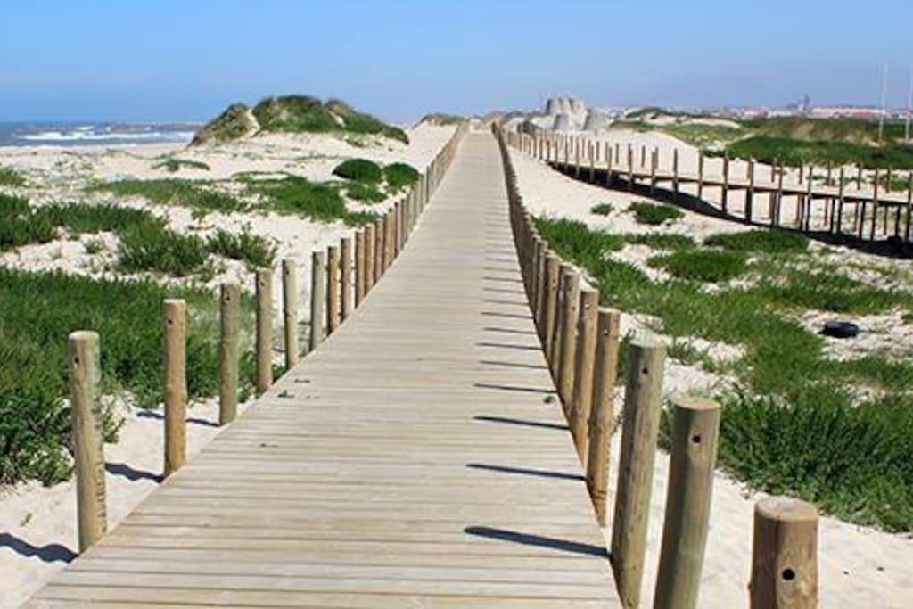 Beach 2min walk