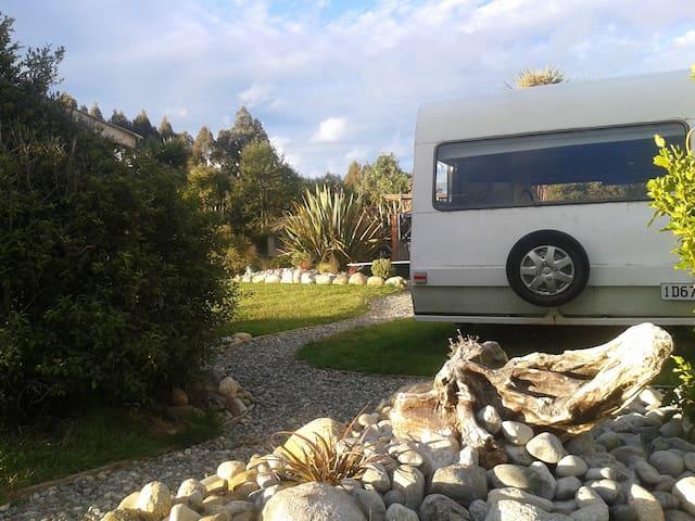 Back to Nature - Aurora the Caravan - Te Anau - Husbil/husvagn