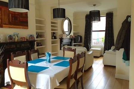Share room in city centre - Dublin - House