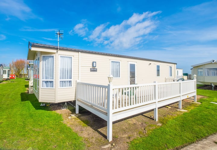 MP711 - Camber Sands Holiday Park - Sleeps 9 - Gated Decking - Quiet Area