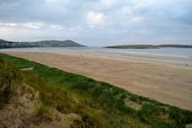 Narin beach - 30 mins away, it is possible to walk across to Inishkeel Island at low tide.