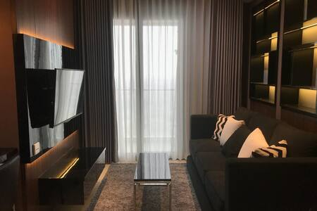 LUXURIOUS CONDOMINIUM IN TUNJUNGAN PLAZA, CBD SBY