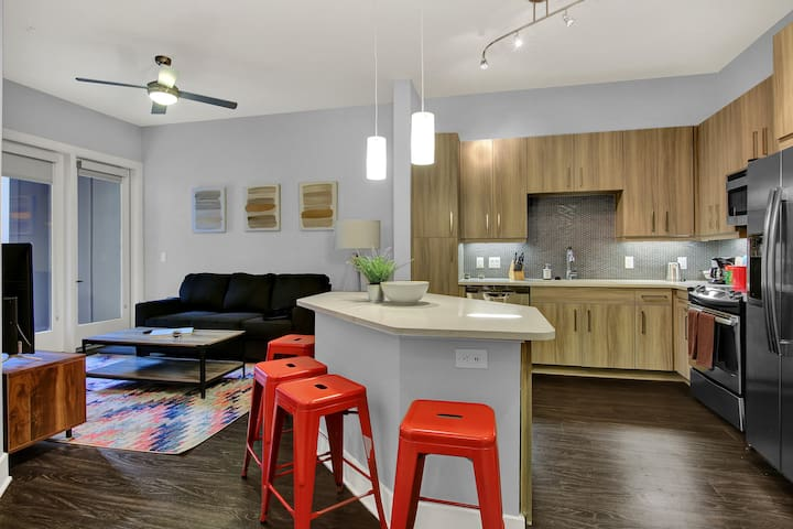 Stylish 1BD/1BA - Heart of Downtown!