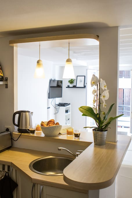A real kitchen with fridge, induction cooking plate,  Senseo coffee maker, toaster, boiler, cups, glasses, plates, cutleryfrying pan, etc - all you need.