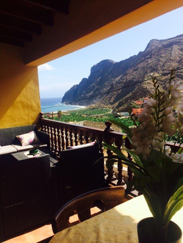Casas Rurales Santa Catalina con vista al mar.