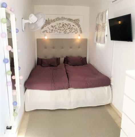 """Bedroom 3 with adjustable 32"""" smart-tv"""