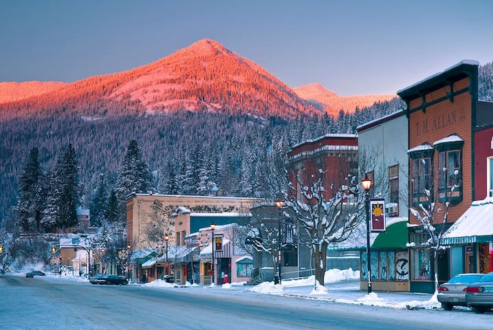 Rossland Winter Escape - 1 Bedroom - Near RED Mtn.