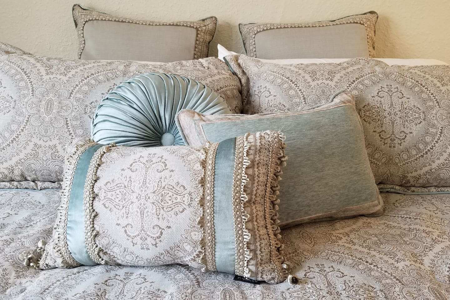 Take a load off in this King bed. It's so pretty you'll want to sleep with your eyes open!