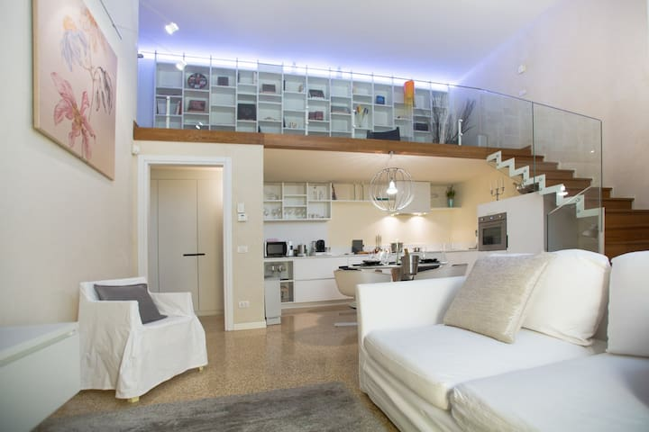 Design apARTment at 400 mt. from Arena di Verona