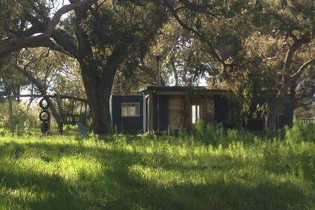 Rustic eco log fire cabin Mandurah - Herron - กระท่อม