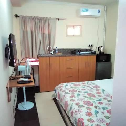 Studio5 in Lekki with free unlimited wifi and dstv
