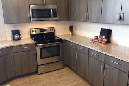 Relax in this clean managed furnished suite! - Fishers - Apartment