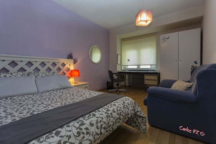 Very spacious room in the city center