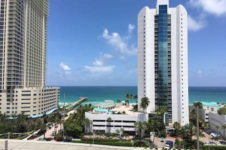 Beautiful apartment overlooking sea - Sunny Isles Beach - Wohnung