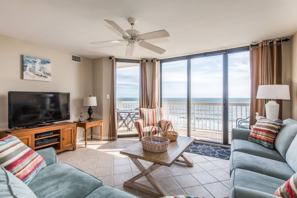 Oceanfront Living Room - Large Flatscreen & Wifi