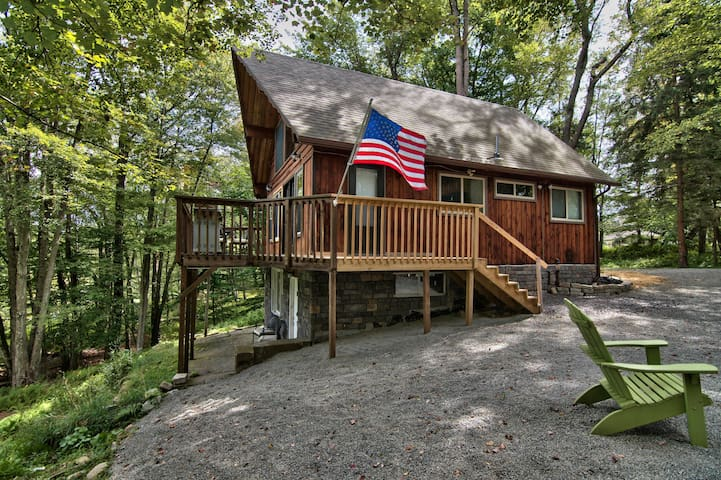 Lake Front Rustic Cabin Nestled in the Pocono Mtns