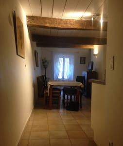 LA GARDE FREINET  Maison de village - Ла-Гард-Френе