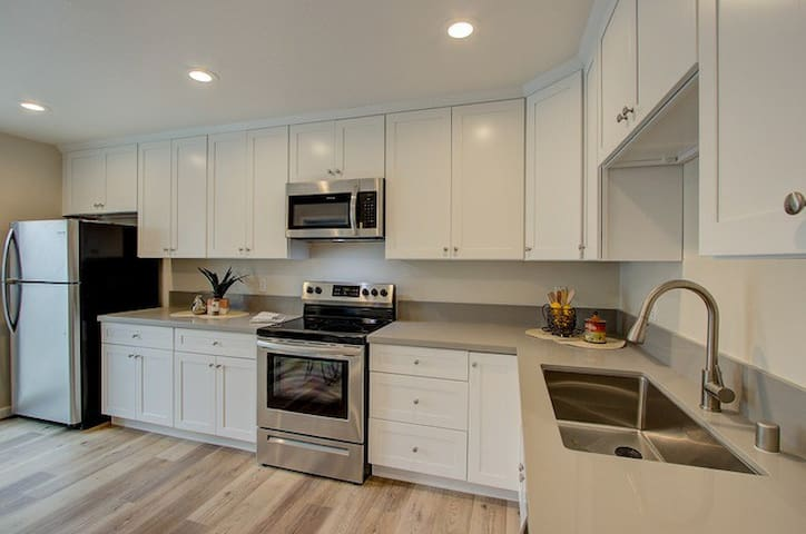 Private Bed in 4 Bed Townhouse Union City Fremont