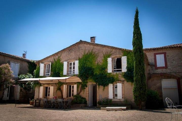 Gîte familiale  dans domaine viticole, 9 personnes
