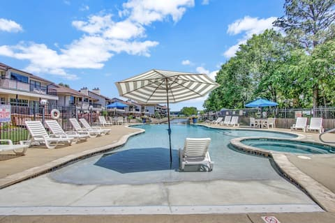 Lake condo,Volleyball,Boatslip,Pool,lots more