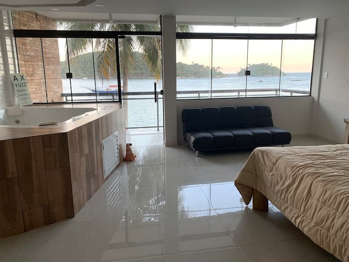 Casa de frente pro mar em ilha paradisíaca