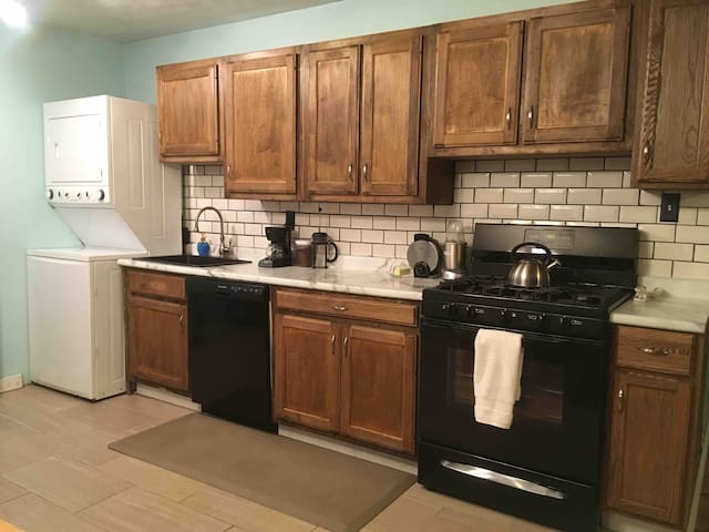 2 Miles from ND with Breakfast & No Cleaning Fee
