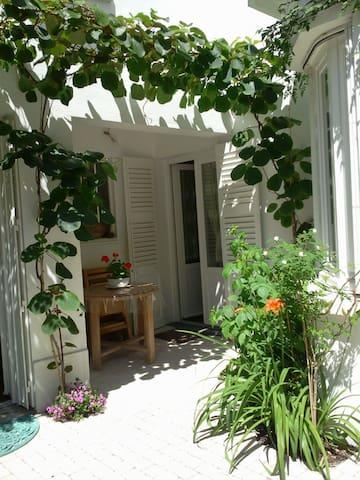 Chambre chez l'habitant, proche parcs, plan d'eau - Vichy - Huis