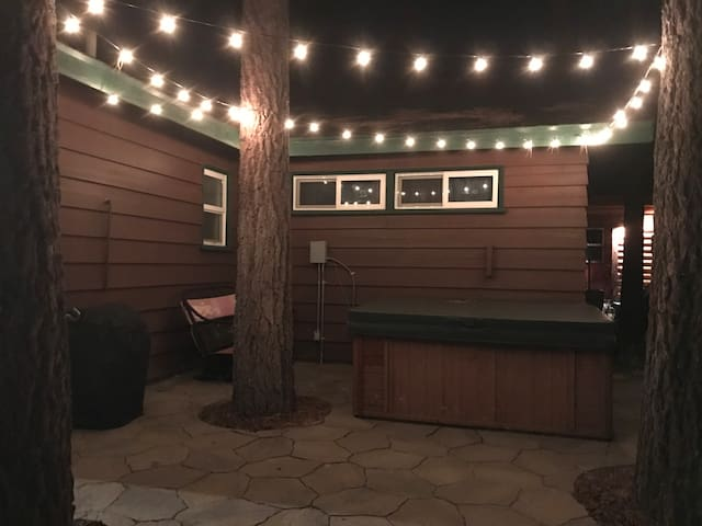 Chalet Dubois:Stay 20-25!Hot tub,WiFi,grill!