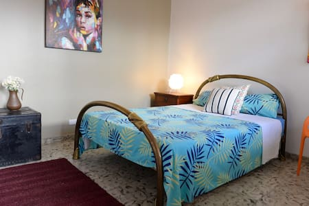 Peaceful Double Bed Room with Terrace & Garden - Casa de huéspedes